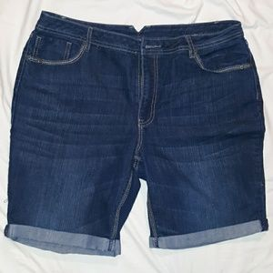 Womans 16 dark blue rolled up Cato's jean shorts